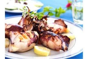 Bläckfisk Med Grönsaker Och Grilloumi Recept
