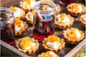 Grekiska Mandelmusslor Med Fetaost Och Hjortron Recept