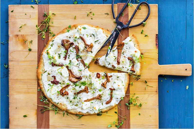 Pizza Med Vitlöksfeta Och Svamp Recept
