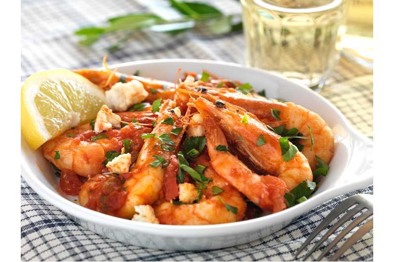 Räkor Med Tomatsås Och Fetaost - Saganakix Recept