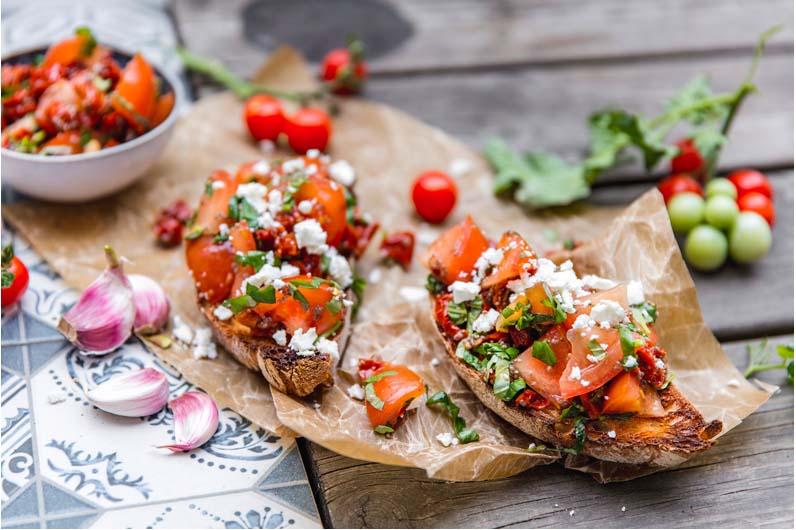 Soltorkad Tomatsalsa På Rostat Bröd Recept
