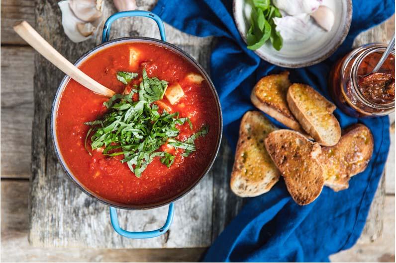 Tomatsoppa Med Soltorkade Tomater Och Halloumi Recept