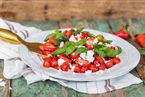 Jordgubbar med getost recept