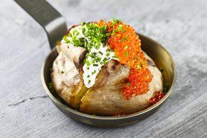 Bakad potatis med forellrom recept
