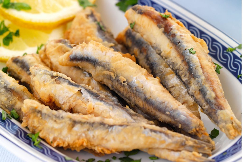 Stekt ansjovis, ett frasigt recept på färsk fisk