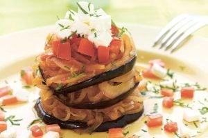 Auberginer med lök och feta recept