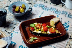 Grilloumifylld aubergine recept