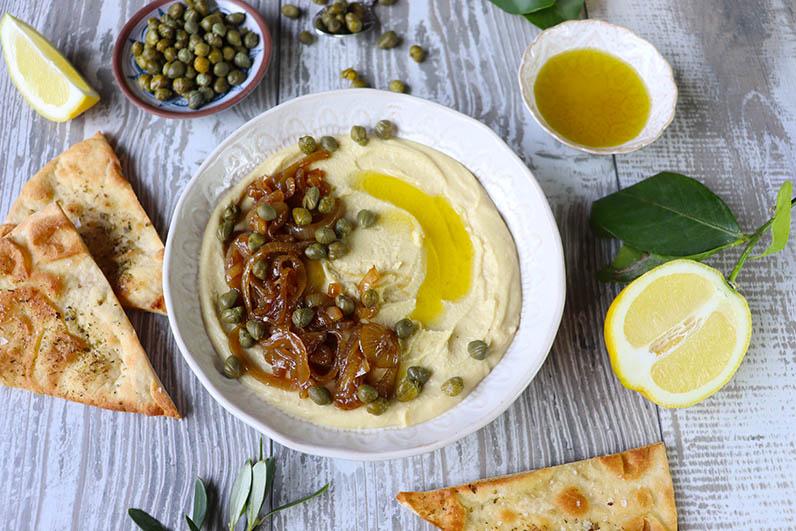 Karamelliserad lök och kapris till fava, grekisk bönröra Recept