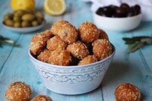 Saganakibollar med oliver recept