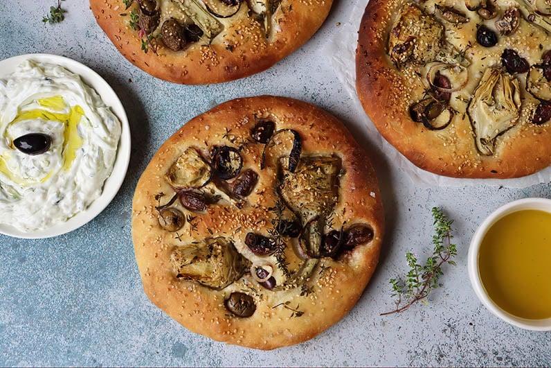 Focaccia med oliver och kronartskockor recept