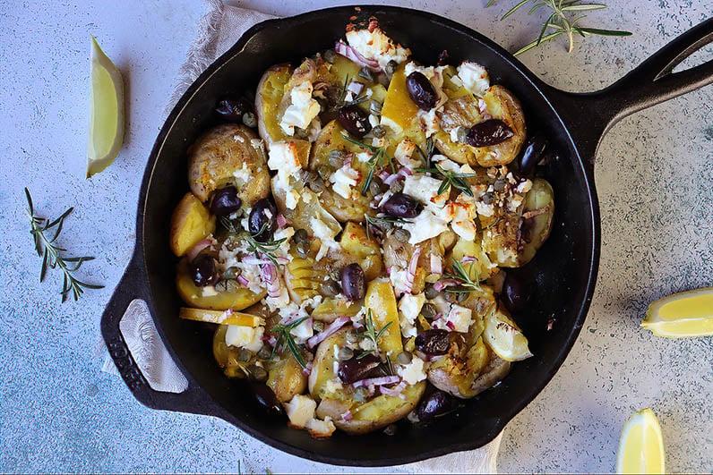 Krossad grekisk potatis med fetaost och rosmarin recept