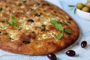 Focaccia med fetaost och kalamataoliver recept