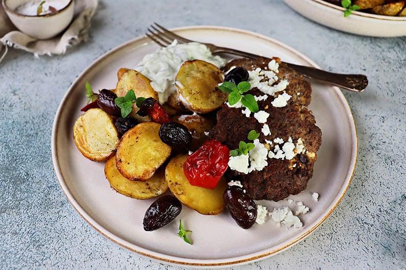 Fetaostbiffar med smaker från det grekiska köket